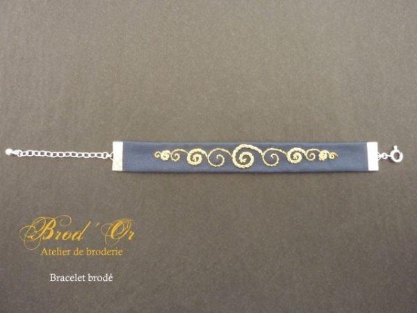 """Bracelet brodé """"Les spirales"""" coloris bleu marine"""